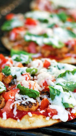 Grilled Chicken Sausage, Spinach, and Mozzarella Pizza